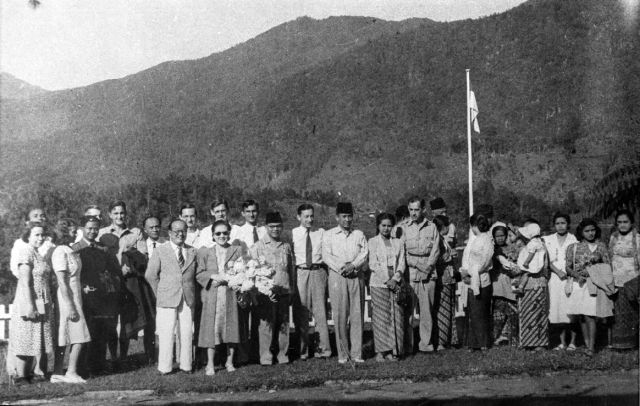 G.O.C. members with President Sukarno and Vice President Hatta relax at Sarangan, East Java, July 1948