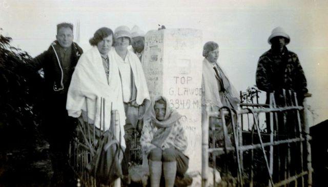 Gezelschap op de top van de Lawoe, 1928