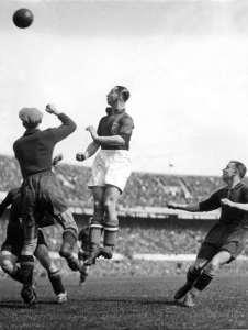 Beb Bakhuys tijdens interland Nederland-België in het Feyenoordstadion, 1937