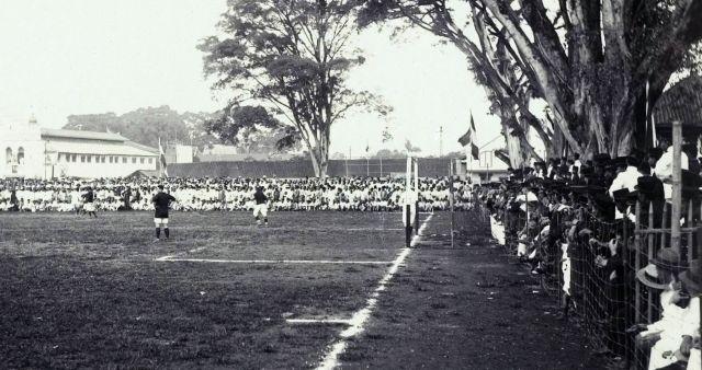 Een voetbalwedstrijd op Java, vermoedelijk Bandoeng