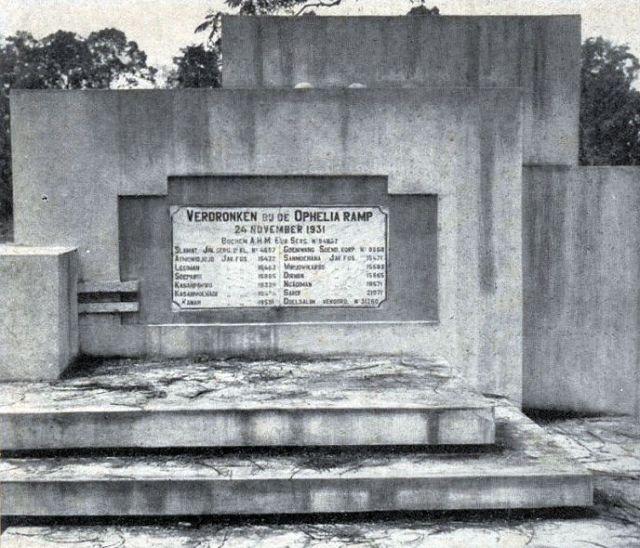 Het oorspronkelijke Ophelia-monument, ca. 1935