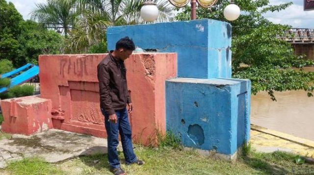 Een monument te Sarolangun, 2015