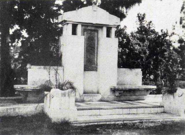 Het Hussni monument in Soerabaja