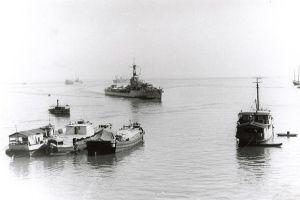 De Tjerk Hiddes, hier in 1947 in de haven van Tandjoeng Priok