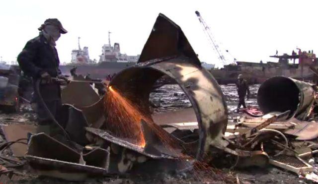 De sloop van schepen op het eiland Madura